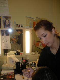 Maquillage Halloween en pleine action