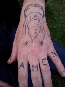 Maquillage professionnel faux tatouage avec effet tatouage abîmé, vieilli